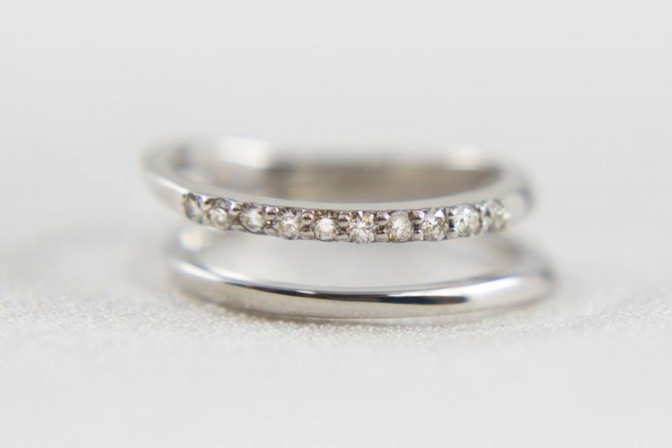 ダイヤモンドが可愛らしい輝くピンキーリング