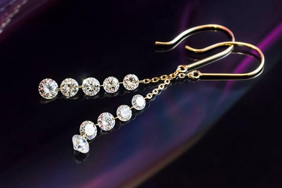 5連ダイヤモンドのフックピアス