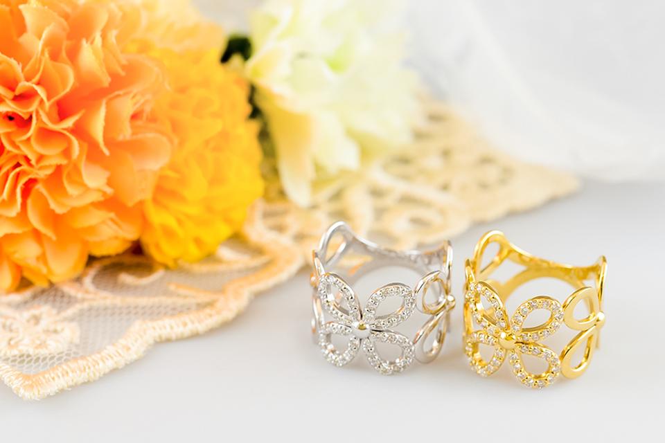 指に花咲く幅広ダイヤモンドリング