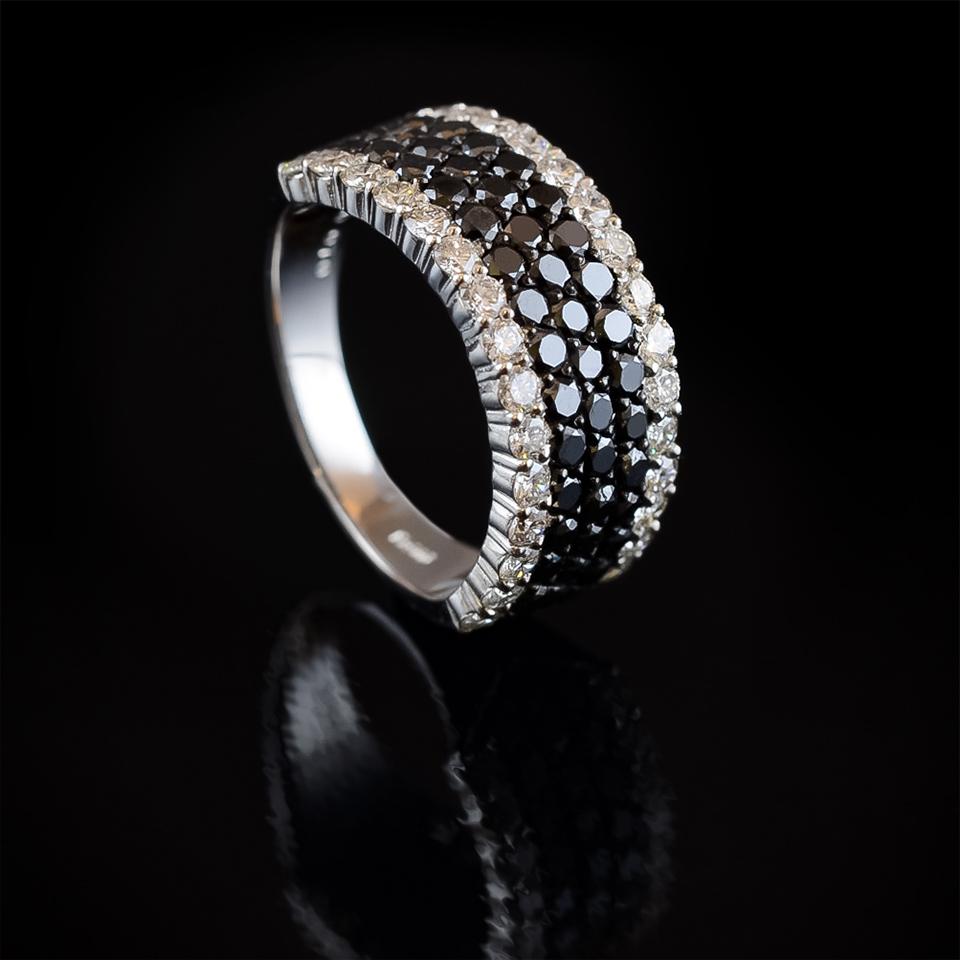 静かに輝く、ブラックダイヤモンドリング