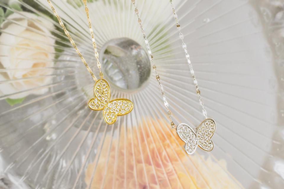 ダイヤモンドきらめく、蝶の2wayペンダント
