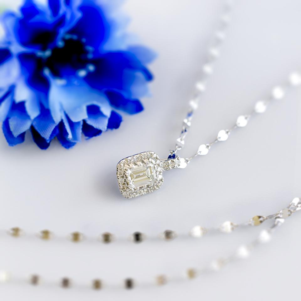 バケットカットのダイヤモンドネックレス