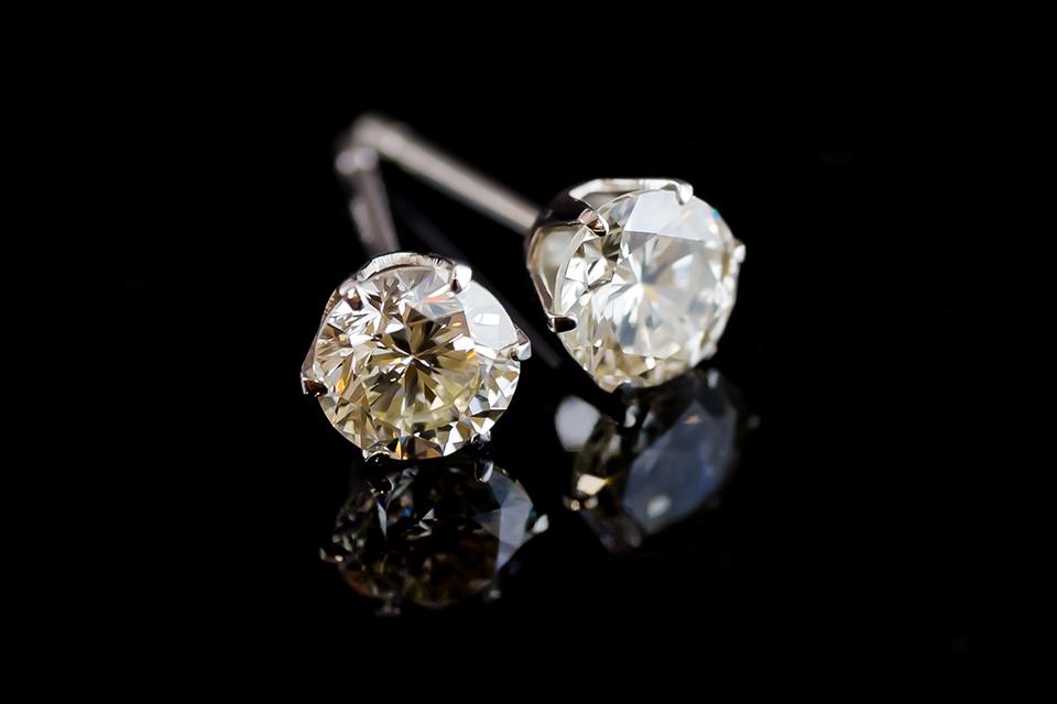 煌めく、憧れのダイヤモンドピアス