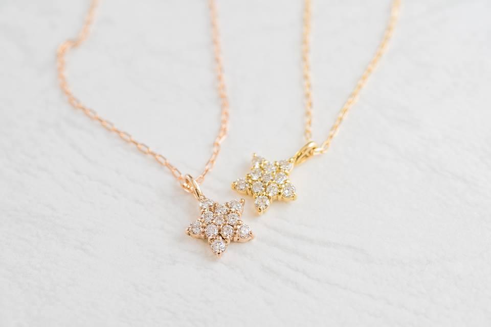 ダイヤモンドがキラリと輝く、スターネックレス