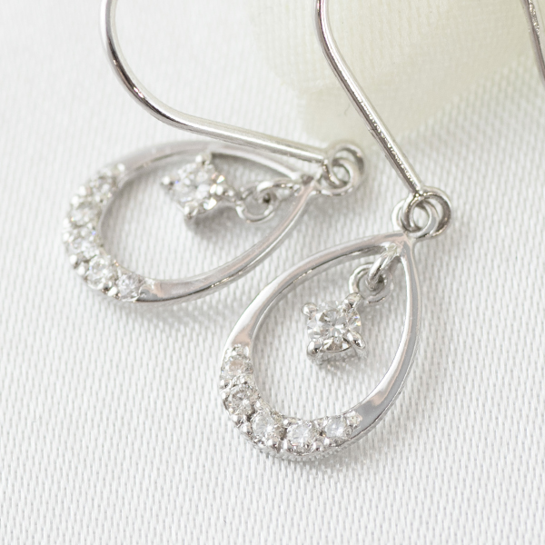 K18WGダイヤモンド スイングピアス