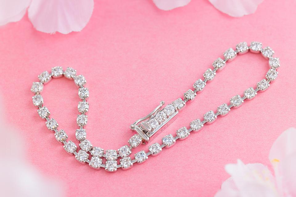 手首を煌びやかに魅せる、ダイヤモンドブレスレット