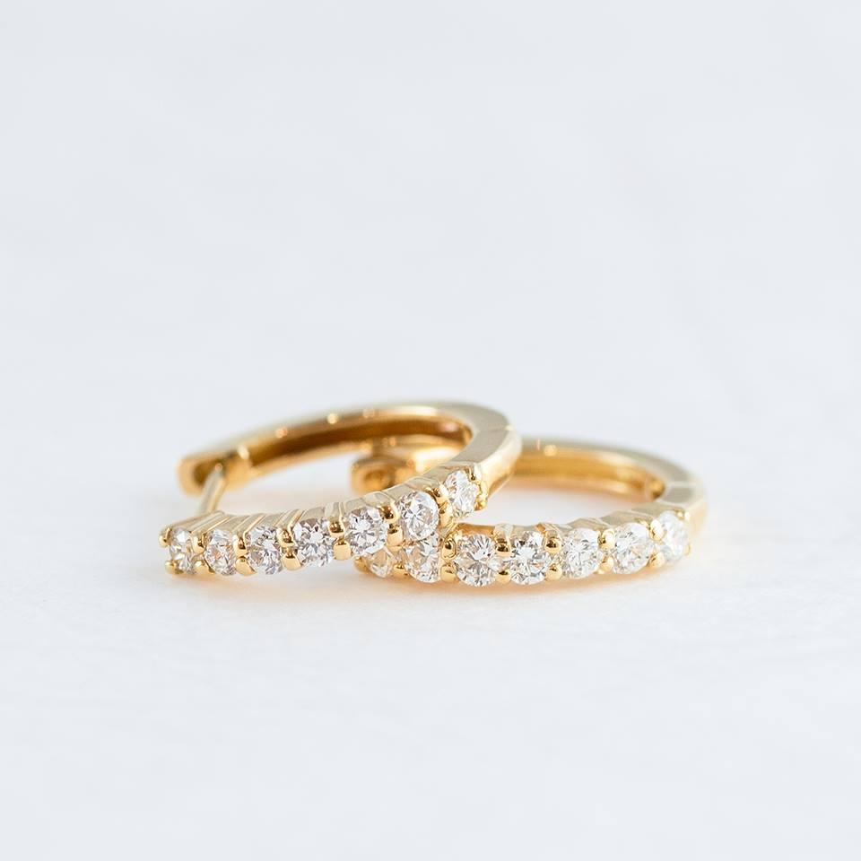 7石ダイヤモンドのゴールドピアス