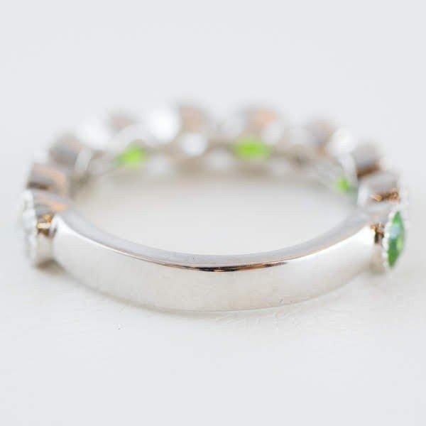 鮮やかなグリーンの稀少石! 指元を上品に見せる洗練されたジュエリー