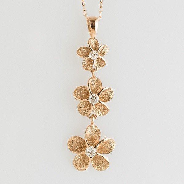 可愛さ溢れる!プルメリアモチーフのダイヤモンドネックレス