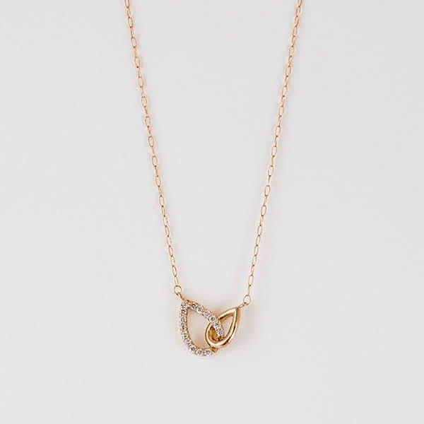 ふたつの異なるしずくが交わるダイヤモンドのネックレス