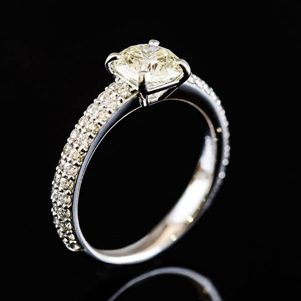 オンラインショップ限定価格! プラチナ&ダイヤモンドのゴージャスなリング
